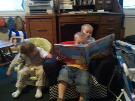 kids reading picture