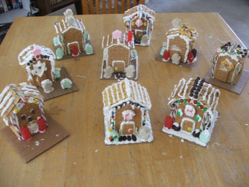 pictures of decorated gingerbread houses