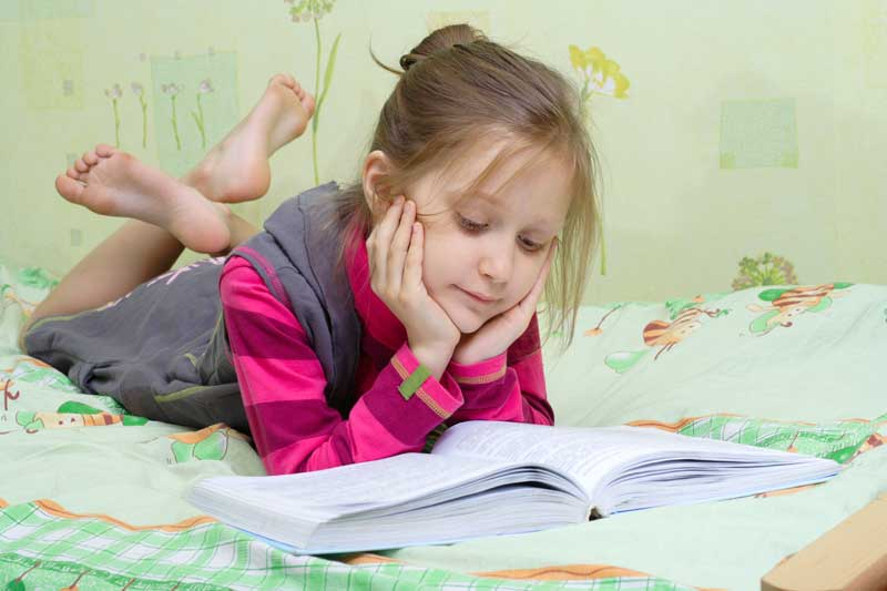 girl reading on bed pictures