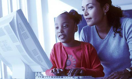 kid learning computer pictures