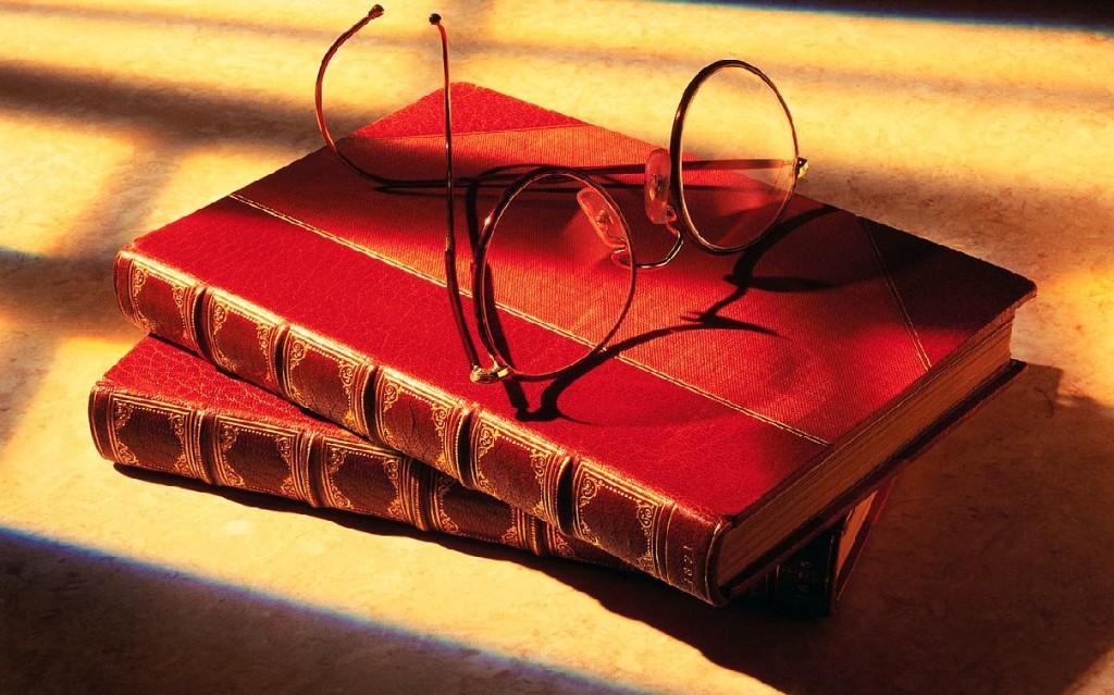books glasses picture