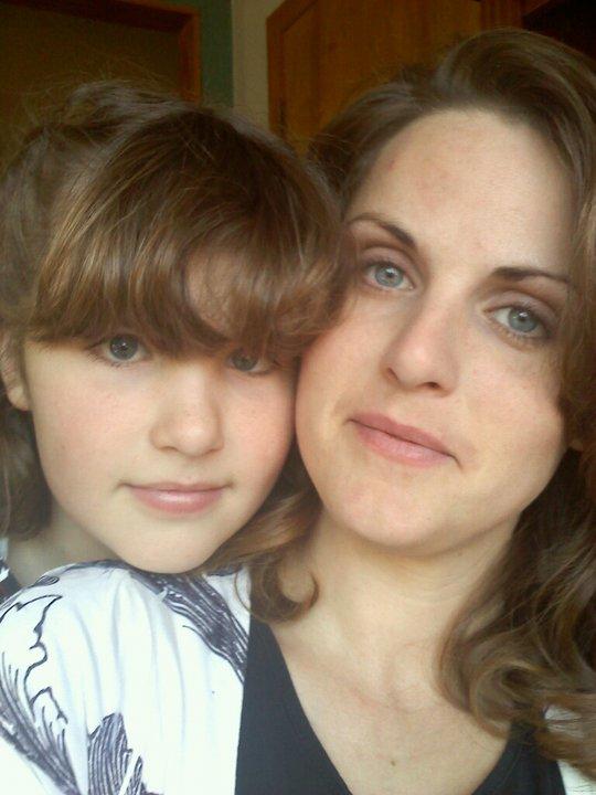 mom daughter hug pics