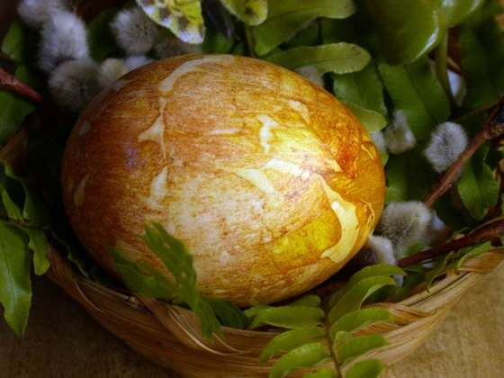 pictures of Easter Eggs Dyed With Onion Skins