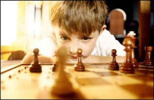 kid play chess picture