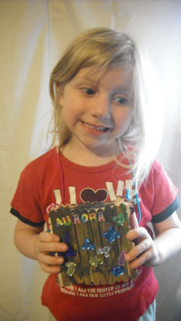 girl with trinket box picture