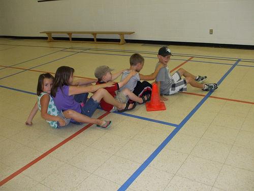 kids playing banyoka game pictures