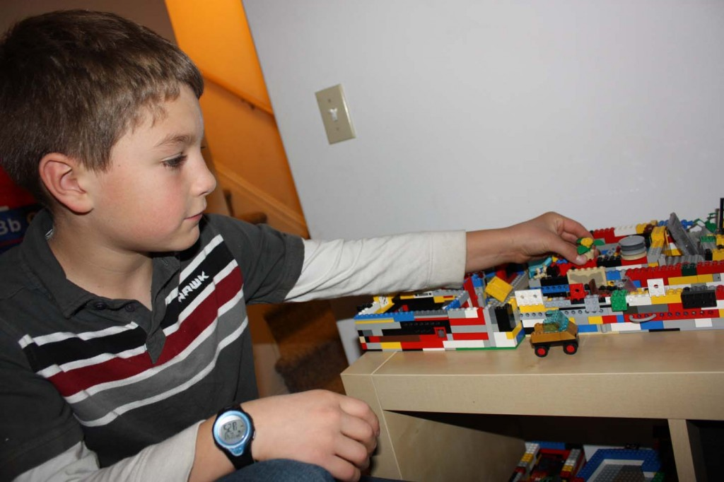 kid playing legos picture