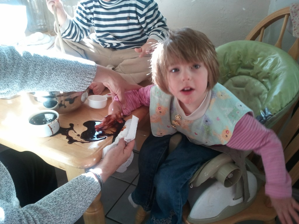 kids  making muffin