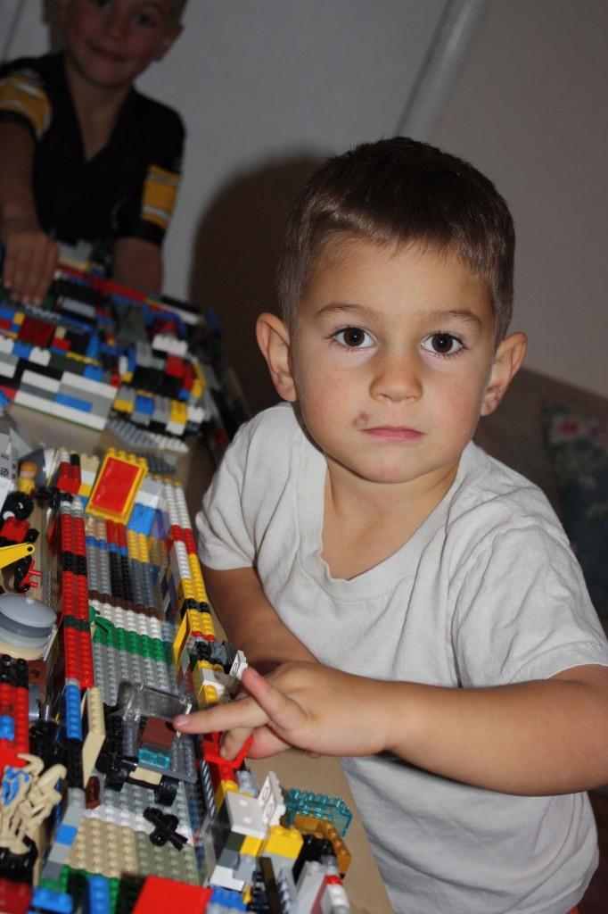 kids playing legos games