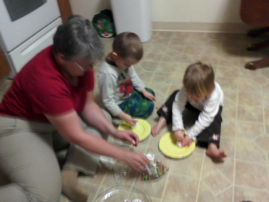 kids doing a Christmas craft