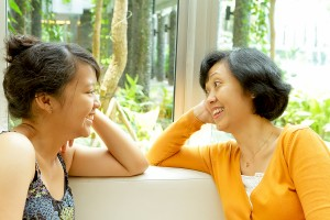 asian_mother_and_daughter_talking-happy